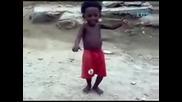 Това негро-хлапе ще ви съсипе от смях 100 %