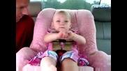Малко Момиченце Говори Адски Смешно