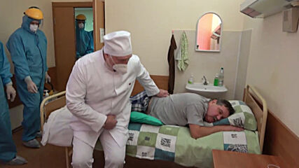 Belarus: Lukashenko visits COVID-19 red zone in Minsk hospital