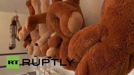 Германия: Запознайте се с касапинът на плюшени мечета, собственик на кланица за играчки в Хамбург!
