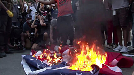 USA: Activists burn US flags and call for 'revolution' at 4th of July protest in DC