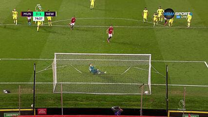 Фернандеш от дузпа вкара трети гол за Юнайтед