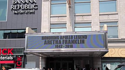 USA: Aretha Franklin fans gather at iconic New York theatre