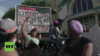 USA: Baltimore holds huge block party after cops convicted