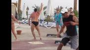 руснак на почивка издивява с танци