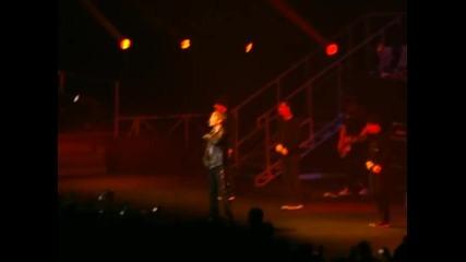Джъстин пее Somebody To Love в Джакарта,индонезия! 23.02.2011