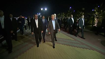 Russia: Putin and Egyptian President el-Sisi go walkabout in Sochi