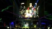 Justin Bieber Изпълнява Соло На Барабани ( Berlin Live )