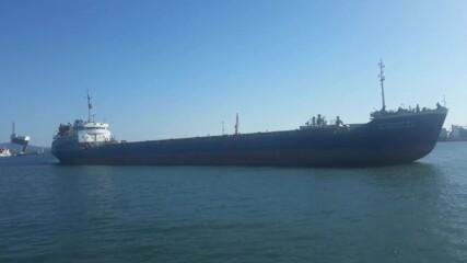 Големият кораб минава... в Бургас