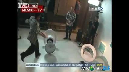 Египетска скрита камера на неподходяща тематика --доста бой изядоха