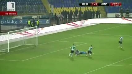 Сашо Александров нокаутира съдията на мача Левски - Черно море! *02.12.2012г.*