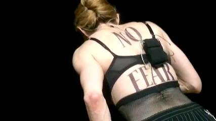 Мадона показа гърдите си на концерт в Истанбул