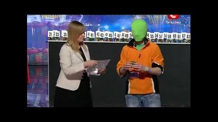 Феноменална памет в подреждането кубчето на Рубик ,жури и публика шокирани в Украйна търси талант!