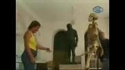 голи и смешни одървен скелет