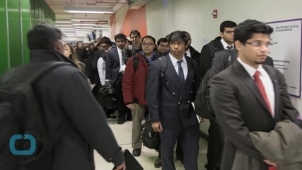 U.S. Jobless Claims Rise; Four-Week Average Falls