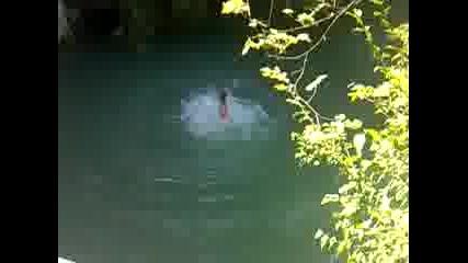 2 скока от 12 метра на Хотнишкия водопад ( Адрито и Лъчо)