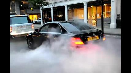 Mercedes C63 няма търпение да изхвърчи