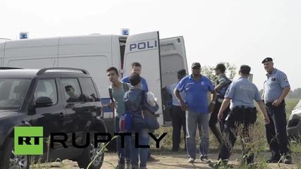 Хърватия: Бежанци се насочват към Товарник след като Унгарската граница бе затворена