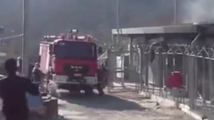 Greece: Fire rages on at Moria refugee offices after migrant demonstration