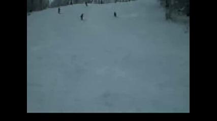 Екстремно Лягане Със Ски На Кольо