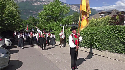 Italy: South Tyrol celebrates annual 'Heart of Jesus' festival