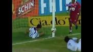 Защитник чупи черепа на съотборник в опит да изчисти топката
