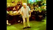 Луд дядка танцува на Lady Gaga - Poker Face