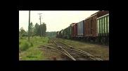 руски товарен влак начело с локомотив 2te116