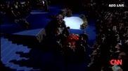 Изкарването на Златния Ковчег на Майкъл Джексън на Сцената - Погребението на века!!