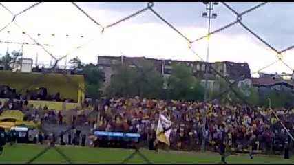Васко Василев обикаля стадиона с знаме