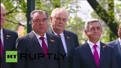 Русия: Световните лидери позират за снимки по време на празненствата по случай деня на Победата
