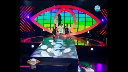 Къци пее Gangnam Style