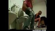Скрита камера в женската тоалетна ! Смях