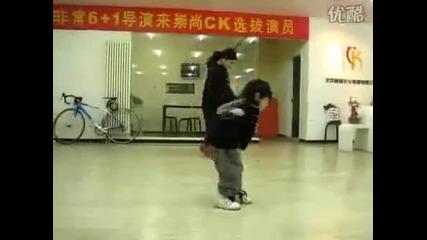 3 годишно момченце танцува страхотна rasim
