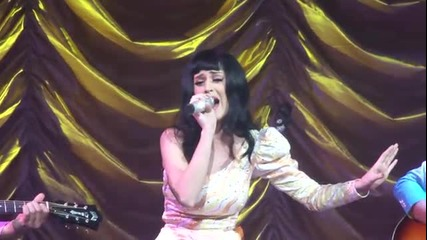 Katy Perry - Born This Way (lady Gaga Cover) - Live Paris Ze
