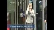 Justin Bieber Се Удря Във Врата И Се Разрева (смях) (remix)
