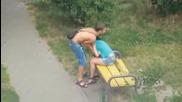 Ето как се обичат мъжете и жените в Русия! Никак не им е лесно на момичетата!