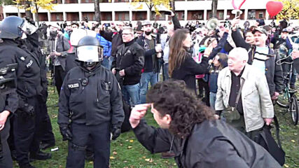 Germany: Police make arrests at Berlin rally against COVID restrictions