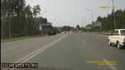 Руски автоджигит с ловък финт се измква от трудна ситуация !
