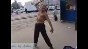 Пиян Руснак Се Прави На Нинджа..