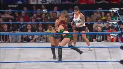 Mickie James vs Taeler Hendrix