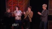 Megan Mullally пее песен на Justin Bieber. (: