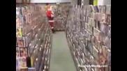 Дядо Коледа Пазарува В Sex Shop