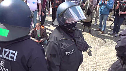 Germany: Police remove, detain Berlin protesters in anti-Infection Protection Act rally
