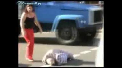 най-яката prank-баба умира на улицата а после