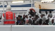 Italy: More than 450 refugees arrive in Naples after being picked up at sea