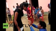 В Индия: Жена успя да набие и унижи насилника си на улицата