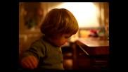 Малко дете със супер зловещ смях