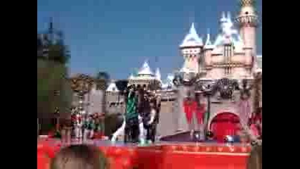 HSM - What Time Is It?Christmas Time - Christmas Day Parade