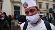 Italy: Protesters throw smoke bombs at police in unauthorised Rome rally against COVID closures